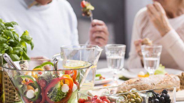 Invitan a adultos mayores a capacitación en español sobre alimentación y bienestar físico -Tribune en Español